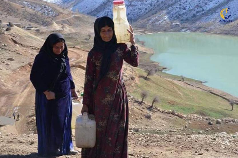 زنانی که کولبری آب میکنند